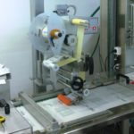 Etichettatrice automatica serie LABELX JR integrata su macchina termoformatrice