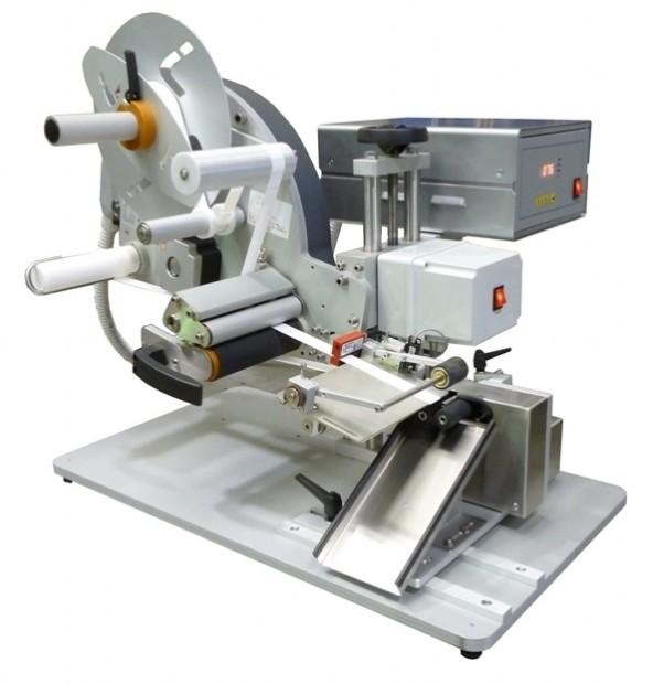 Etichettatrice semi-automatica per applicazione su fiale, flaconcini e prodotti cindrici di piccole dimensioni