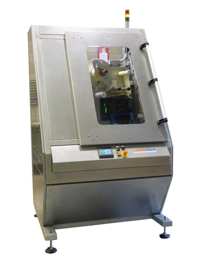 Sistema stampa e applica per pallet con protezioni integrali