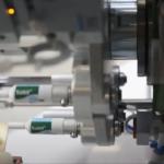 Sistema automatico per l'etichettatura di tubi cosmetici vuoti